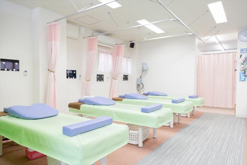 明るい院内で皆様の健康のお手伝いをさせていただきます!_03